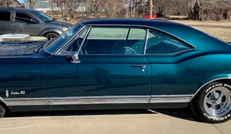 1965 Oldsmobile Delta 88 Holiday Coupe