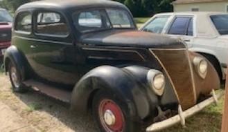 1937 Ford 2-Door Sedan